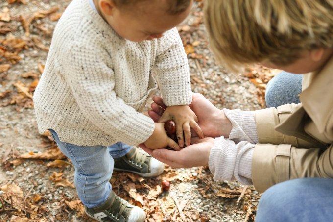 Die ganze Welt ist ein Spielplatz und alle Gegenstände sind zum Spielen da. So sehen Babys die Welt.