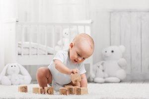 Sinnvolles Baby Spielzeug verschenken: Geschenkideen
