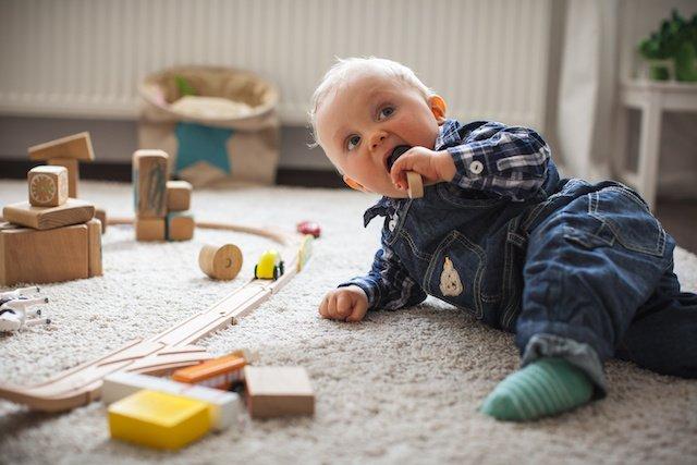 Spielzeug aus Holz ist als Geschenkidee besonders beliebt.