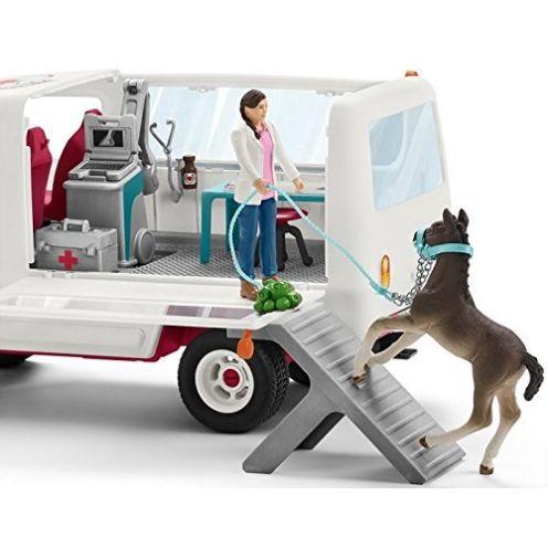 Schleich Mobile Tierärztin mit Hannoveraner Fohlen